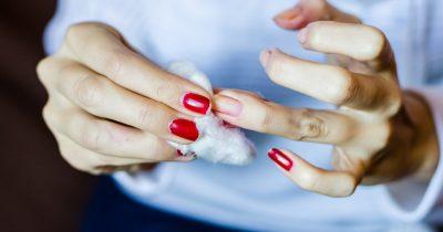 Te mostramos cómo quitar el esmalte de uñas correctamente (¡INCLUSO SIN ACETONA!)
